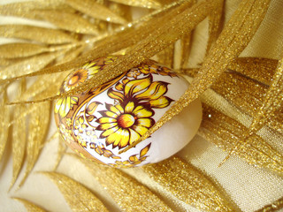 easter egg with golden leaves