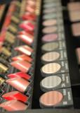 lipstic a očné tiene