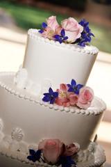 pink rose and blue flower wedding cake