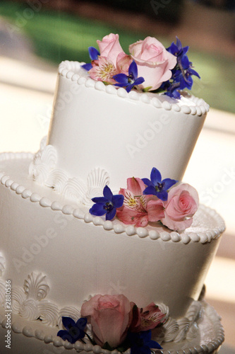 pink rose and blue flower wedding cake