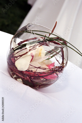 pink and white flower bowl wedding table decoratio