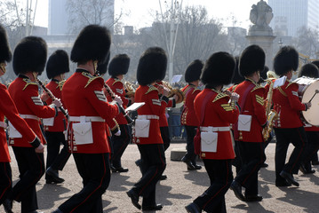buckingham palace army parade