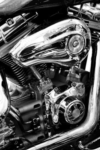 gros plan du moteur d'une moto de légende Poster