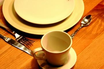 assiettes et couverts