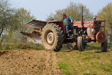 agriculteur au labour