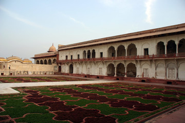 agra red fort  gardens