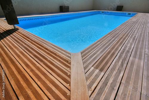 piscine et bois exotique