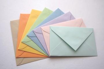 Enveloppes multicolores