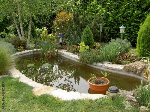 Bassin pour poisson rouge photo libre de droits sur la banque d 39 images image 3128189 - Bassin rond pour poisson nimes ...