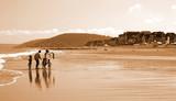 famille en vacances à la plage poster