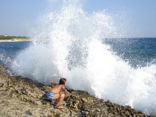 la vague et l'enfant