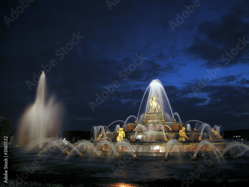 Leinwanddruck Bild bassin de latone de nuit