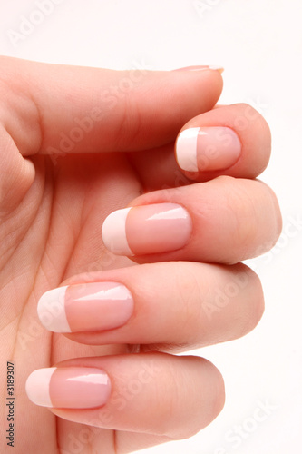 manicure francuski