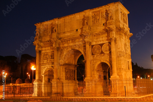 Night shot of the Arch of Triumph in Rome, Italy
