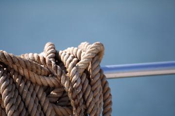cima cavo fune su barca nave yacht