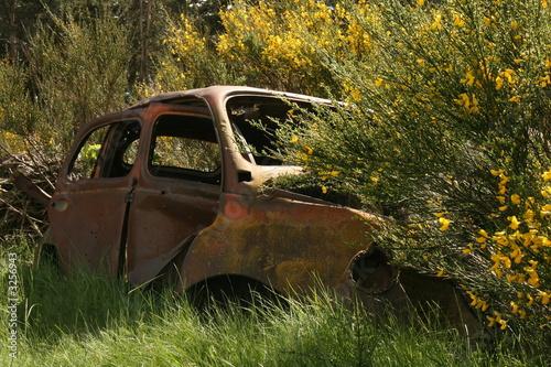 vieille carcasse de voiture de herv rouveure photo libre de droits 3256943 sur. Black Bedroom Furniture Sets. Home Design Ideas