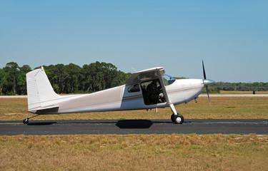 light cessna airplane
