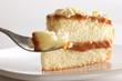 porción de pastel relleno