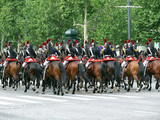 défilé. gardes républicains à cheval. champs elysé poster