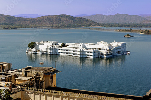 india, udaipur: lake palace