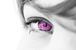 oeil rose violet de femme symbole de sexe sensualité