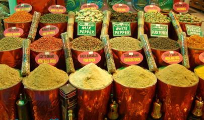 le spezie del mercato egiziano a istanbul
