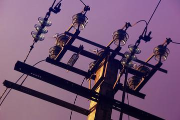 isolateurs sur pylone electrique