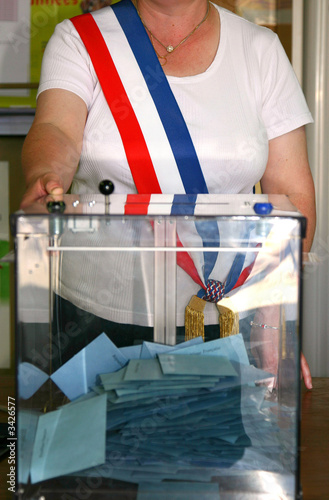 urne élection maire ballot box election