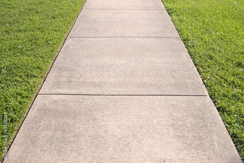 Sidewalk and grass converging lines - 3438324