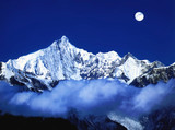 snow mount in moonlight