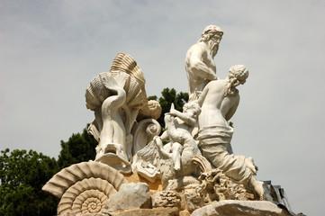 neptun statue am schloss schönbrunn