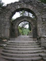 glendalough eingang zur klosteranlage