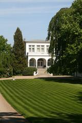 Luxusvilla mit großem Garten