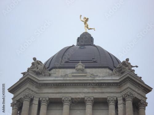 złoty posąg chłopca