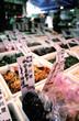 etiquette tarif sur étalage de nourriture