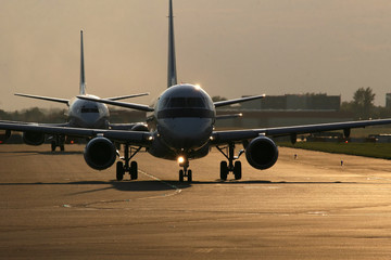 Airplanes on taxiway - great light!