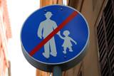 Panneau d'interdiction de se promener à budapest poster