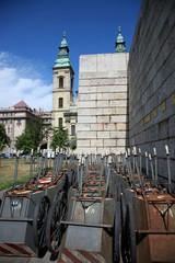 groupe de chariots rangés à Budapest
