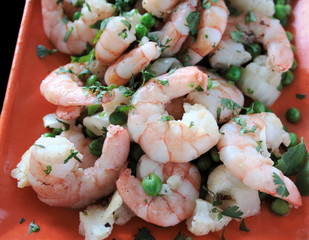 shrimp with peas, cauliflower, onion and cilantro 2