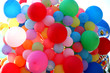 viele bunte luftballons
