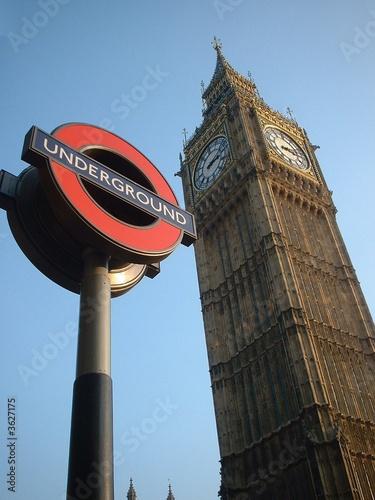 Big Ben und Underground-Hinweisschild