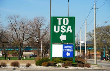 Border crossing sign into the USA from Canada