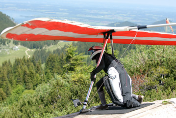 man with the hang-glider is wating the good wind