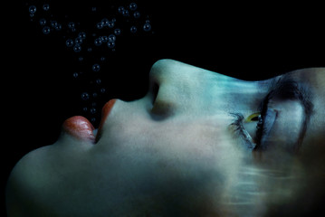 The last breath of the drowned woman under the water