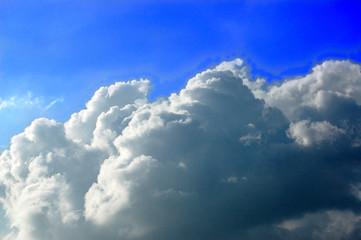 ciel d'azur orageux