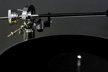 A balanced tone arm on a turntable