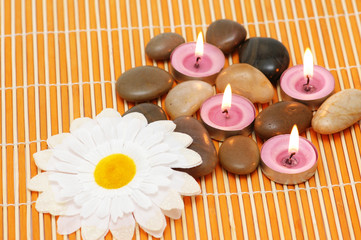 Candles and pebbles for the aromatherapy session