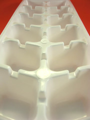 white plastic disposable ice tray