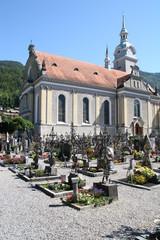 kirche und friedhof in österreich