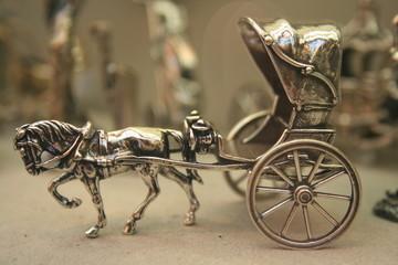 cabriolé de época en plata